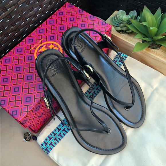 92a10450aa96 SALE 💥Tory Burch Minnie Travel Sandal Size 8